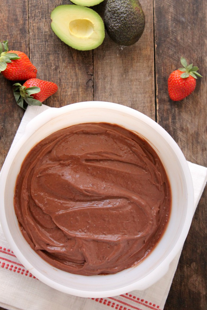 This vegan chocolate avocado pudding is not only SUPER easy to make, but tastes so delicious no one would ever guess it's made with avocados!