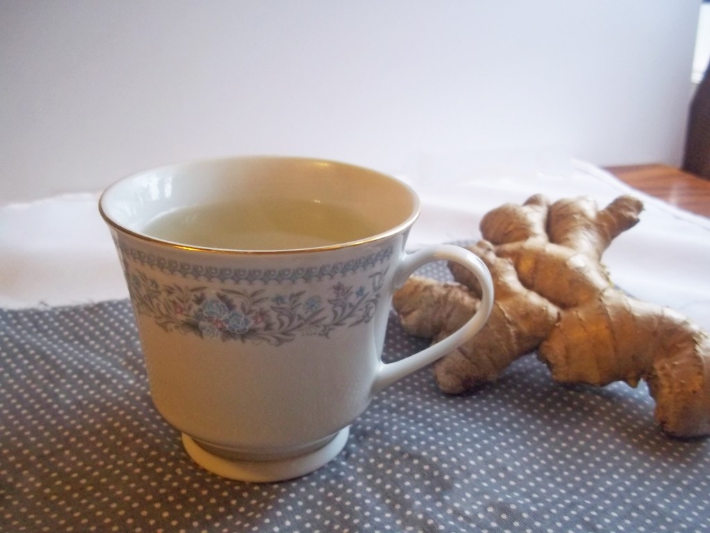 Soothing Turmeric & Ginger Tea { + A Giveaway!} | Natural Chow