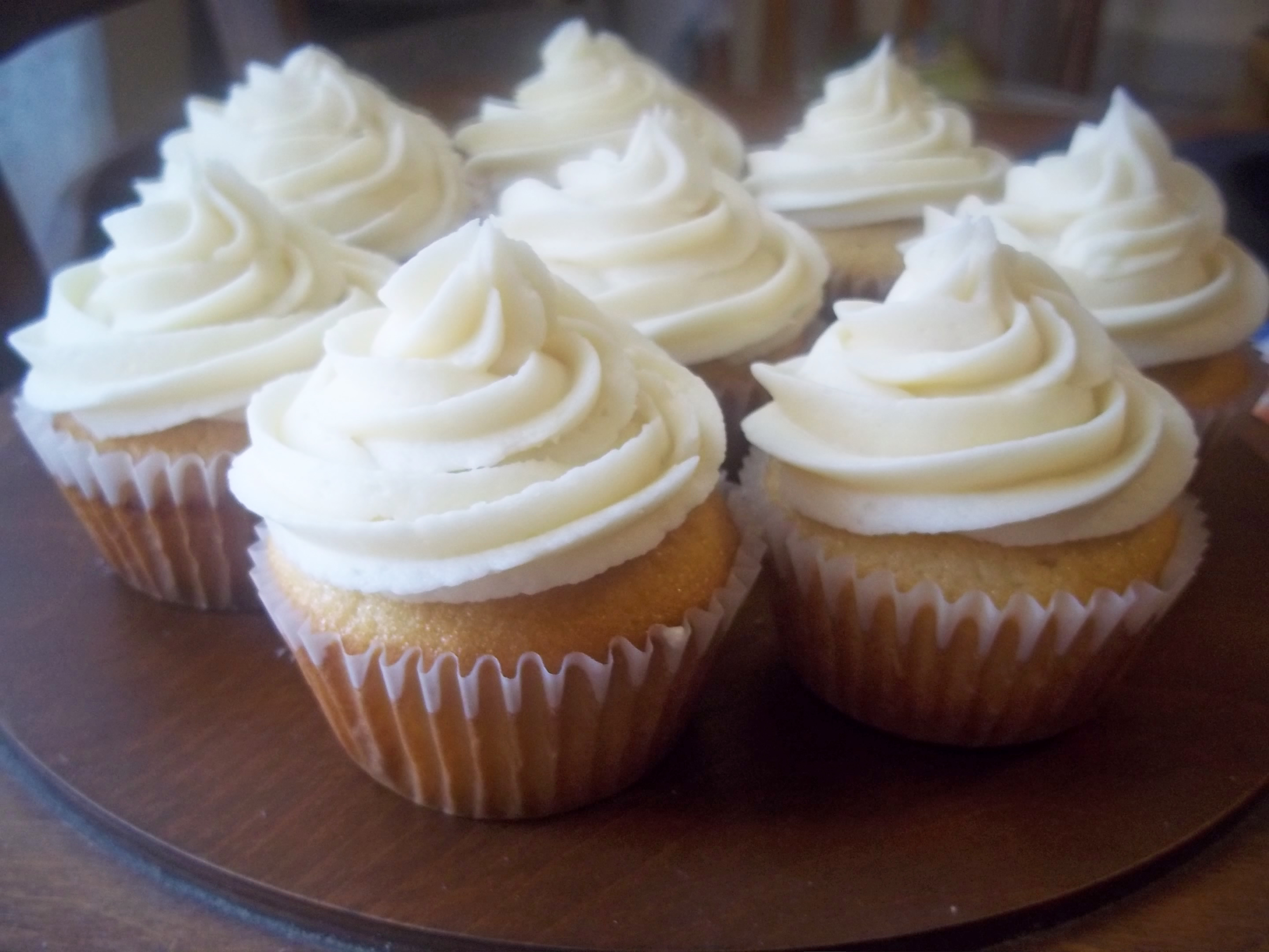 Healthy Vanilla Cupcakes From Scratch {With Real Buttercream Frosting ...
