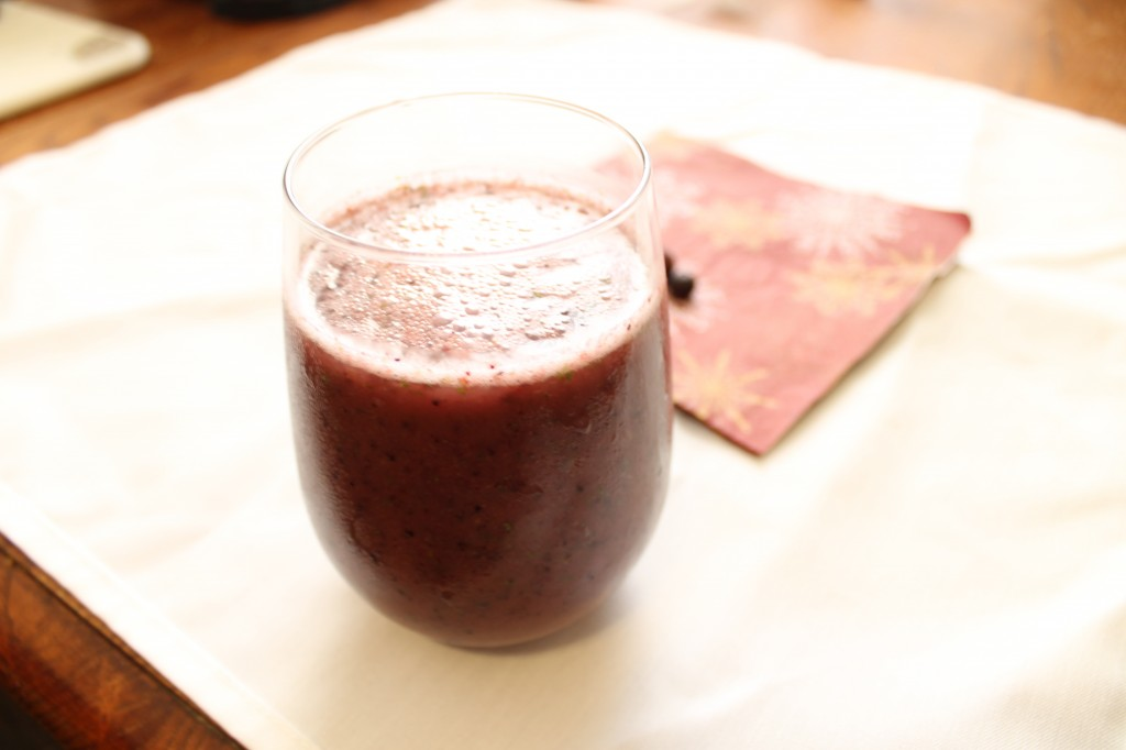 Kale, Banana, and Blueberry Smoothie| Natural Chow