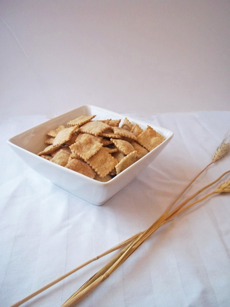 Homemade Whole Wheat Crackers | Natural Chow | http://naturalchow.com