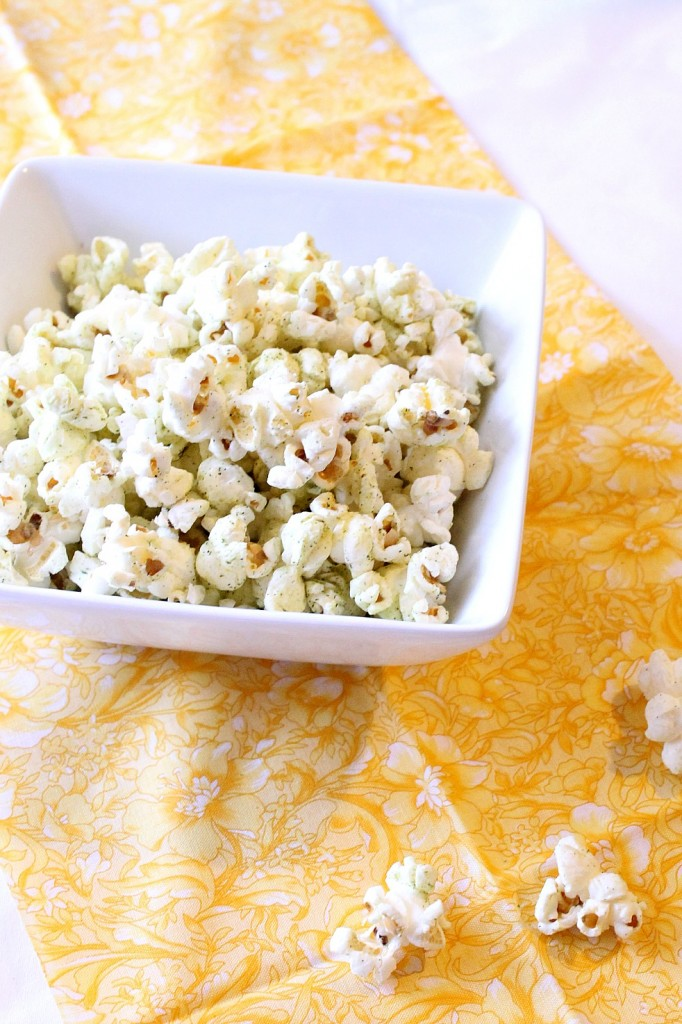 Cool Ranch Flavored Popcorn | Natural Chow | http://naturalchow.com