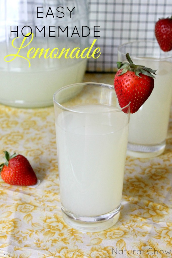 Easy Homemade Lemonade | Natural Chow | http://naturalchow.com