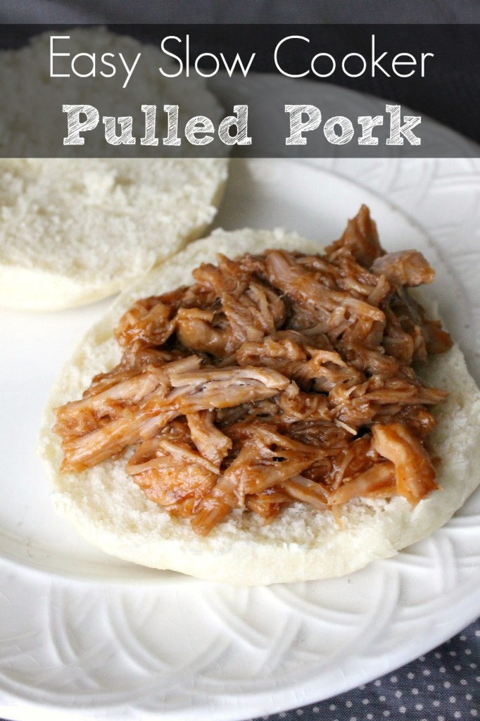 Easy Slow Cooker Pulled Pork | Natural Chow | http://naturalchow.com