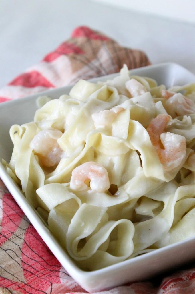 Creamy Homemade Shrimp Alfredo | Natural Chow | http://naturalchow.com