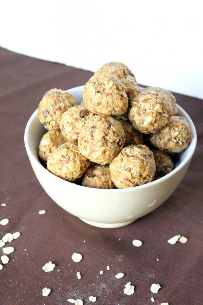 Healthy Peanut Butter Chocolate Energy Bites | Natural Chow