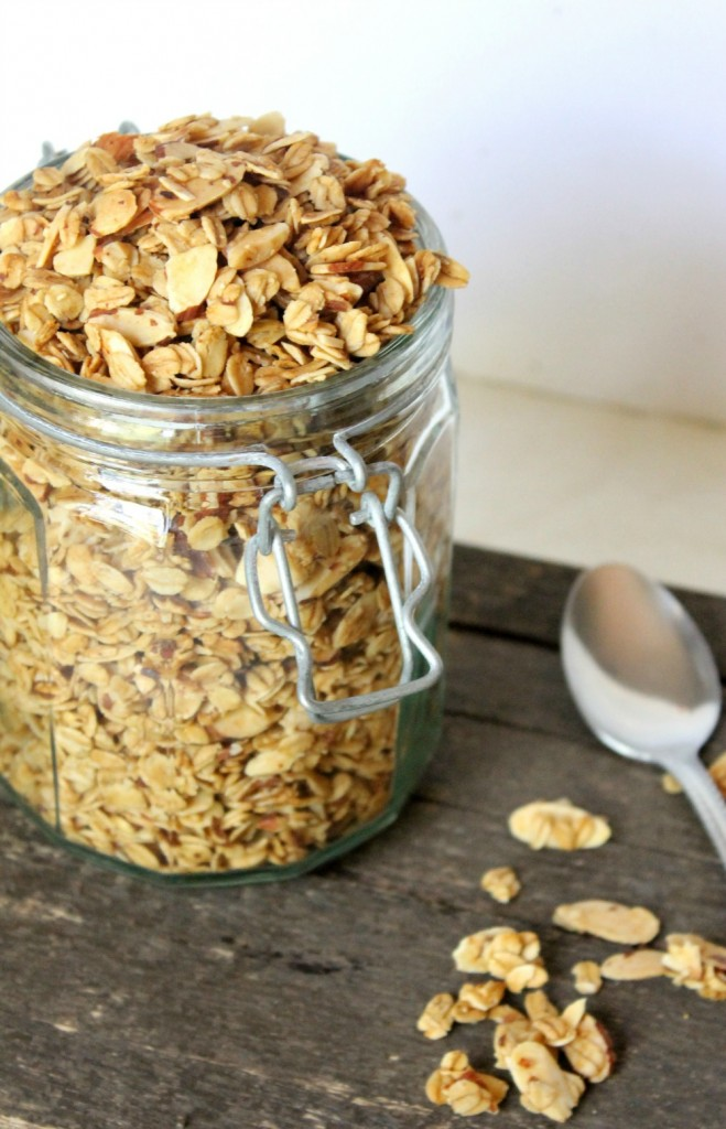Vanilla Almond Granola Cereal | Natural Chow | http://naturalchow.com