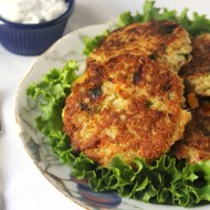 Crispy Quinoa Patties with Dill Greek Yogurt Dip