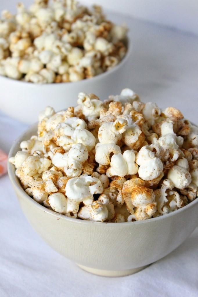 Buttery Cajun Popcorn | Natural Chow | http://naturalchow.com