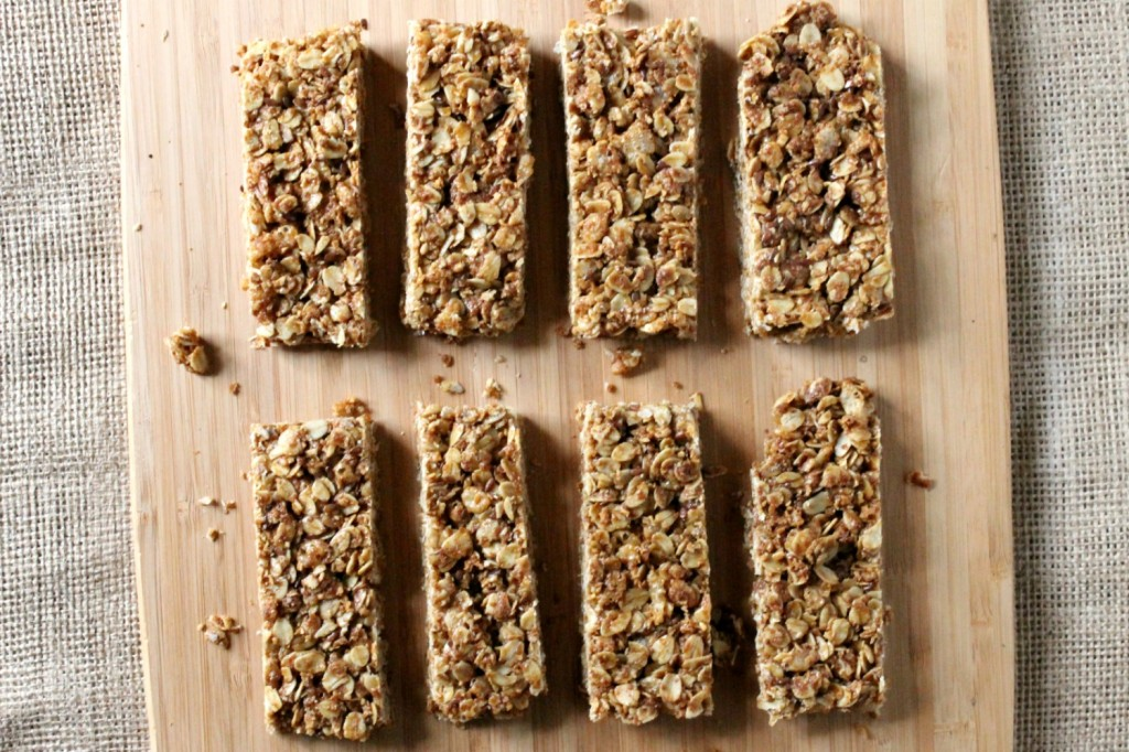 Maple Peanut Butter Granola Bars | Natural Chow | http://naturalchow.com