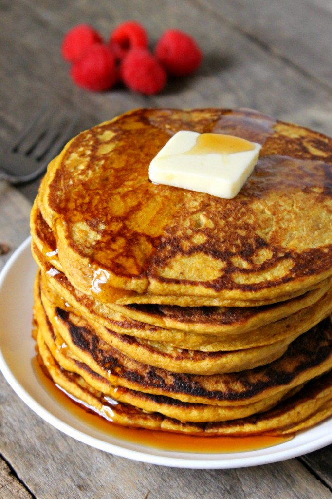 Healthy Whole Wheat Pumpkin Pancakes | Natural Chow | http://naturalchow.com