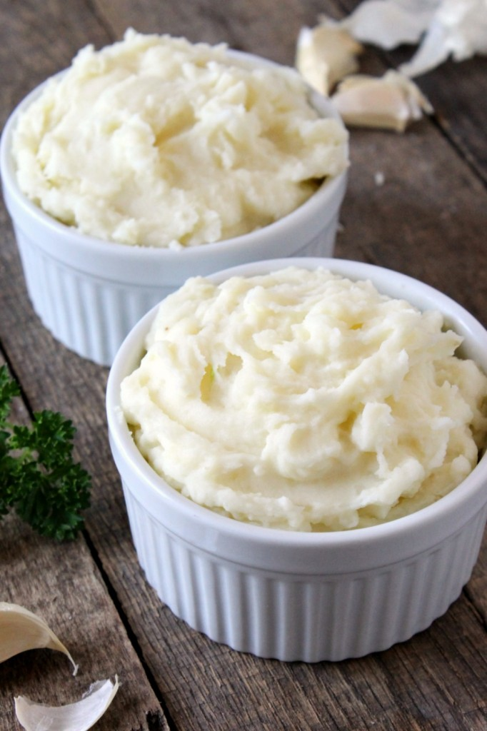 Easy Garlic Mashed Potatoes | Natural Chow | http://naturalchow.com