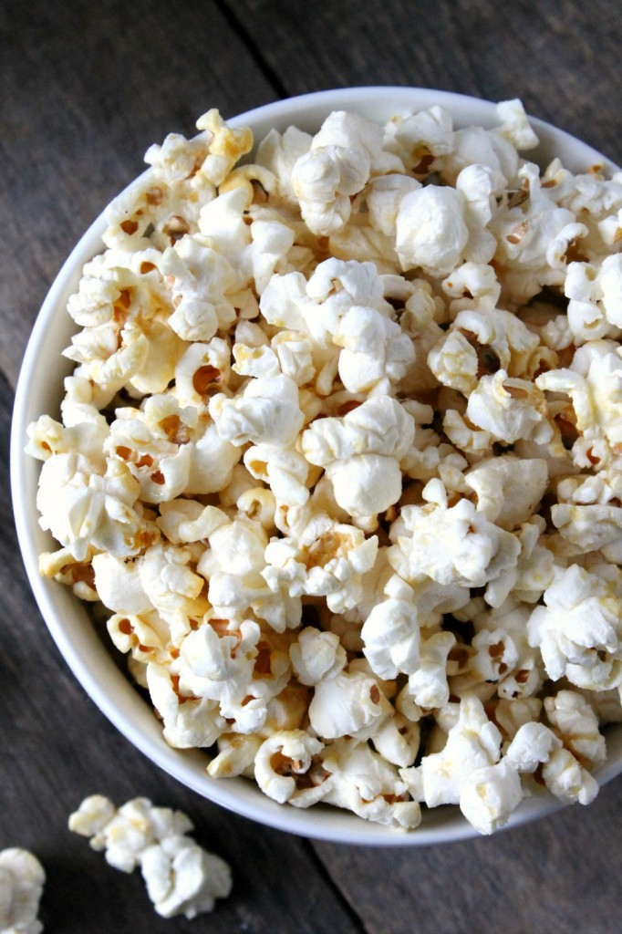 Easy Coconut Oil Kettle Corn | Natural Chow | http://naturalchow.com