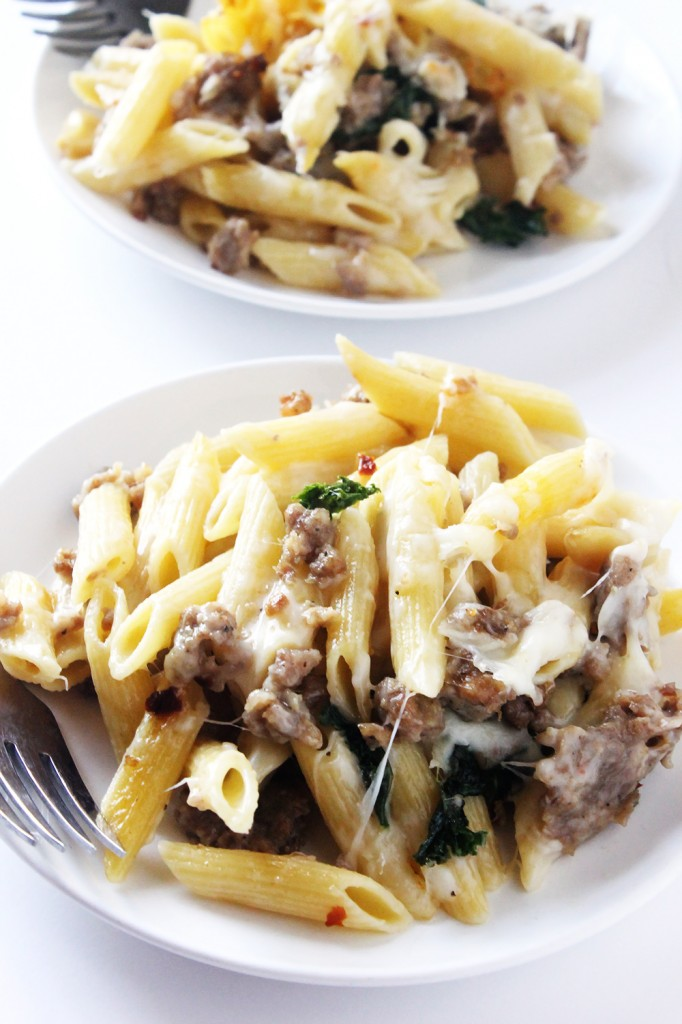 Spicy Sausage and Kale Baked Ziti // Natural Chow // #healthy #recipe #lunch #kale http://naturalchow.com