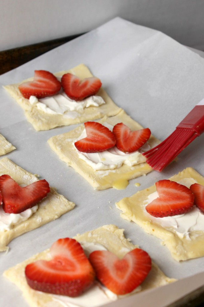 These Strawberries and Cream Pastries are sure to be a new family favorite! Made with 5 simple ingredients, it couldn't be easier to put together these gorgeous pastries.