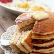 Making pancakes for one is not only incredibly simple, but it's also a great kitchen staple if you live by yourself, just want a small meal, or if don't want to spend forever making a large batch of pancakes.